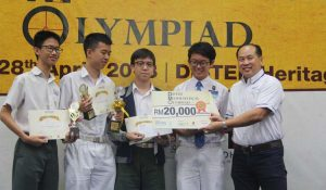 Champion for Team catogery – Student Elvix Yeap, Student Low Zhen Xuen, Brandon, Student Yeoh Zi Song and Student Tan Chin Peng from SMJK Chung Ling.
